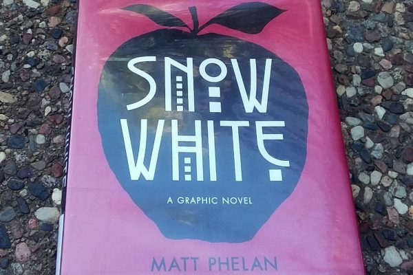 Snow White A Graphic Novel by Matt Phelan front cover