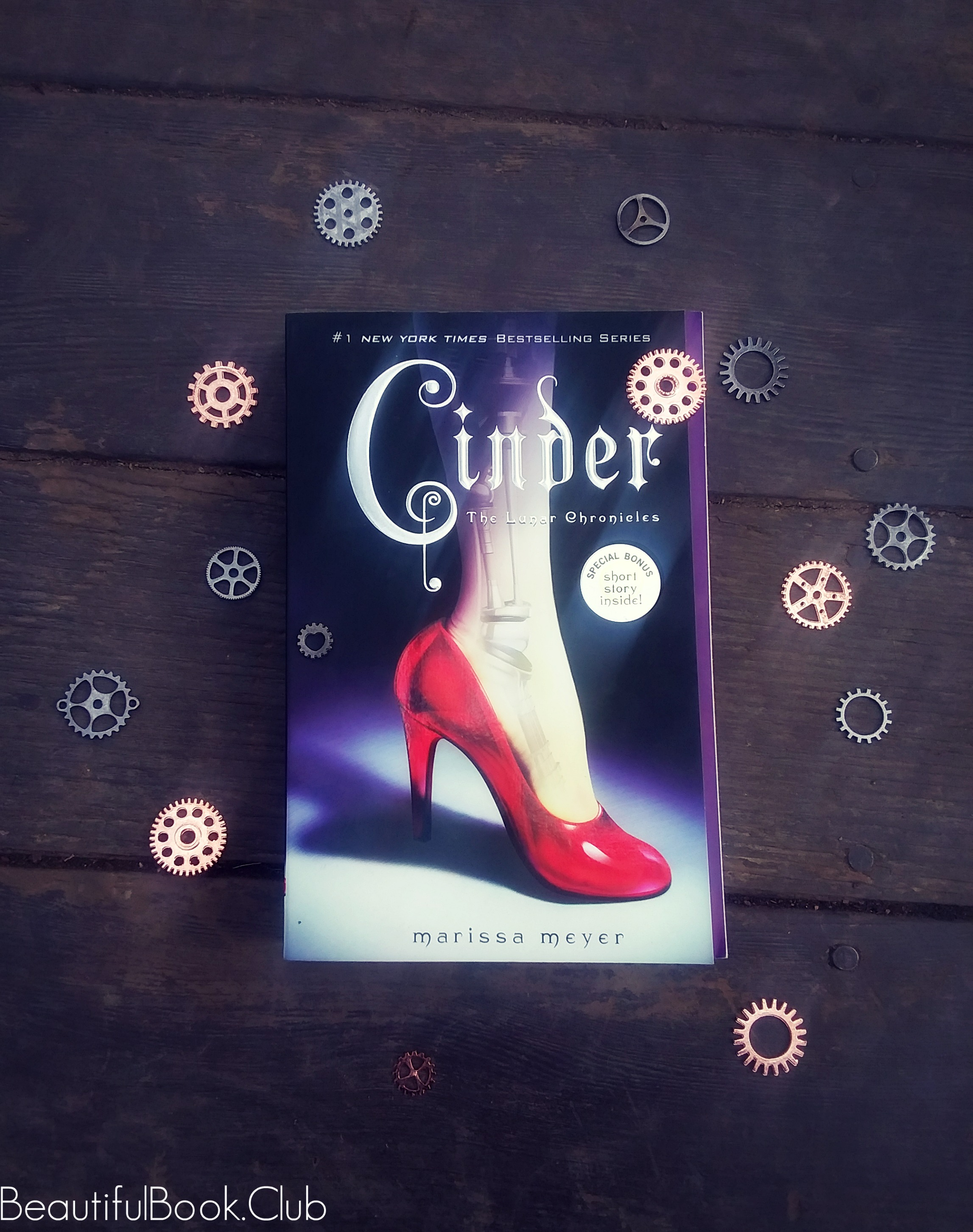 Cinder by Marissa Meyer front cover